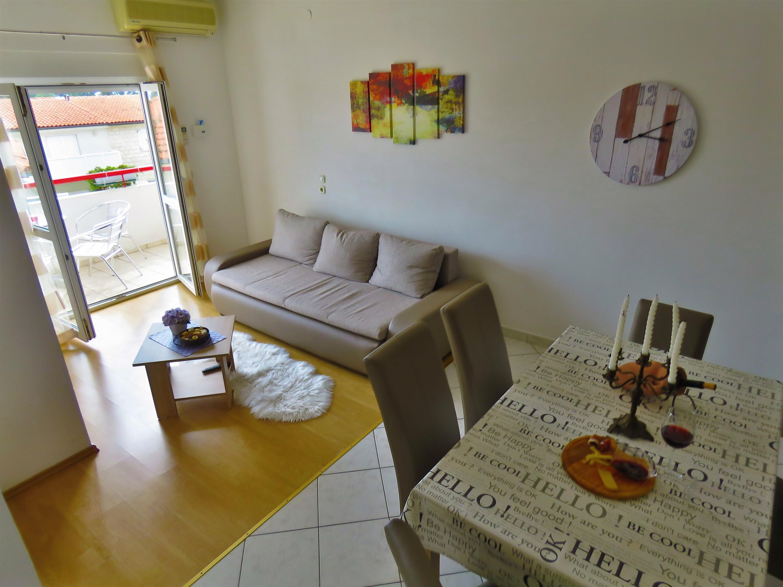Table H Et H apartments mandic - vacation rental adriatic