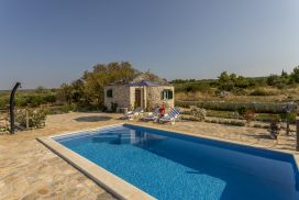 Island Home w Pool Brac (15)