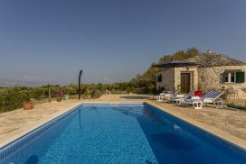 Island Home w Pool Brac (22)