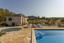 Island Home w Pool Brac (24)