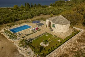 Island Home w Pool Brac (34)