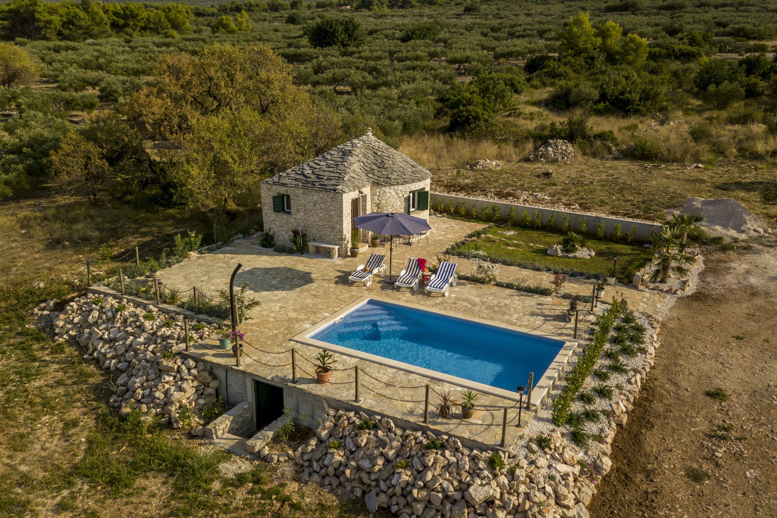 Island Home w Pool Brac (38)